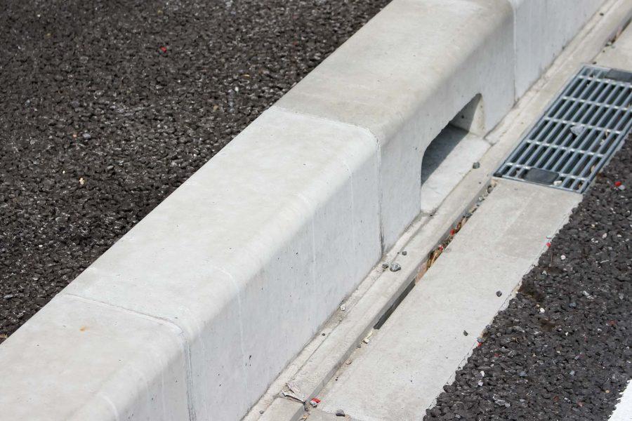 SZD241歩車道境界ブロックは材料単価の換算を忘れずに。イメージ